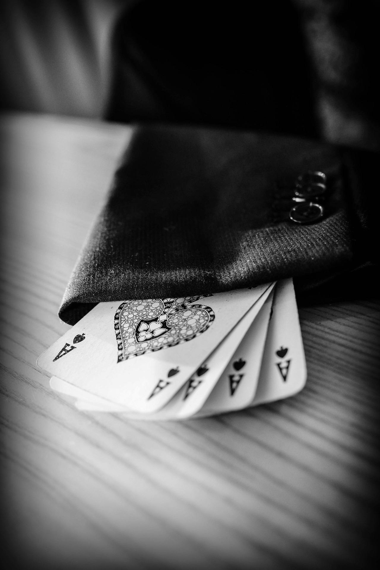 Asi in maneca sacoului unui magician